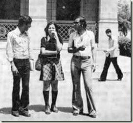 auge y declibe Mujer egipcia en El Cairo en 1970
